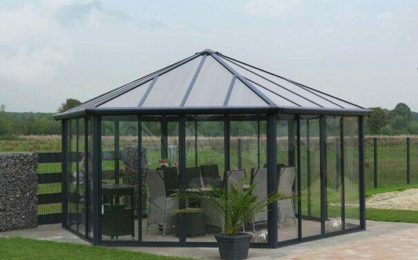 Outdoor Glass Hot Tub Enclosure Image