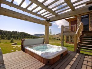 Outdoor hot tub image