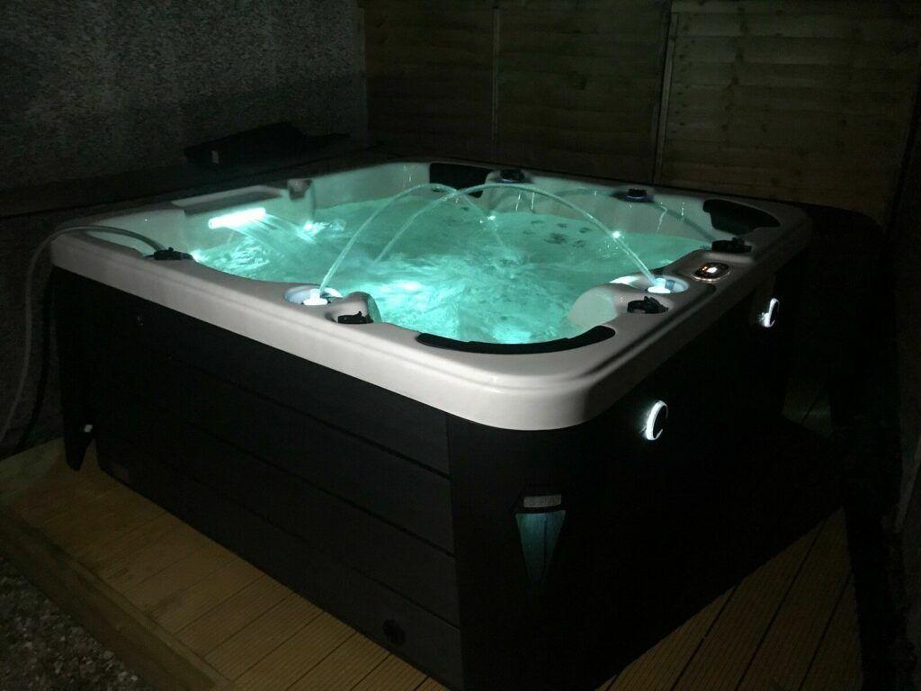 Aquarius 13 amp plug and playhot tub image