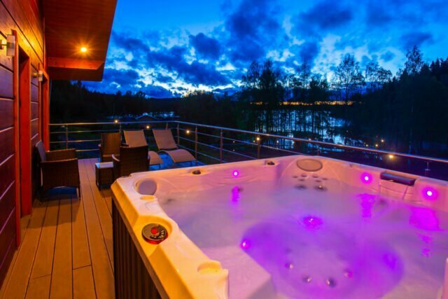 How much does it cost to run a hot tub daily